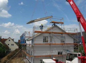 Read more about the article Odśnieżanie dachu za pomocą podnośnika koszowego