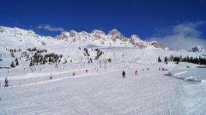 Read more about the article Dlaczego warto wyjechać na narty do Włoch?