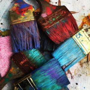 Read more about the article Użyteczne i kreatywne narzędzie, czyli szeroki pędzel artystyczny