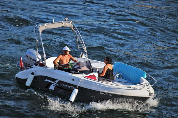 Zalety łodzi motorowej Coaster
