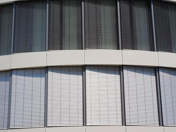 Read more about the article W mieszkaniach montuje się rolety okienne wewnętrzne