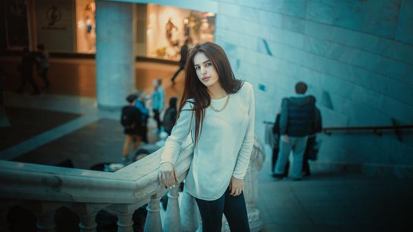 Read more about the article Kaszmirowy sweter w różnorodnych stylizacjach